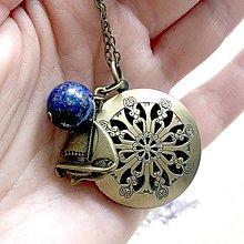 Náhrdelníky - Lapis Lazuli and Boat Round Locket Necklace / Otvárací medailón lazurit a loď - 12060455_
