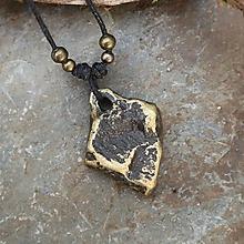 Náhrdelníky - Zlatý dotyk (kamenný prívesok) - 12060648_