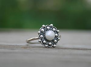 Prstene - Strieborný prsteň s perlou - 12060926_