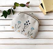 Peňaženky - Peňaženka XL Bobuľky a lúčne kvietky (s kapsičkou) v modrej - 12060376_