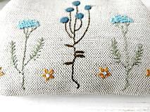 Peňaženky - Peňaženka XL Bobuľky a lúčne kvietky (s kapsičkou) v modrej - 12060377_