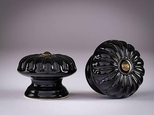 Úchytka - knopka černá velká - vzor BÁBOVKA