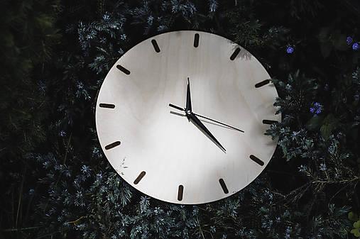 Nástenné hodiny z preglejky