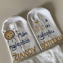 Obuv - Maľované ponožky pre Najlepšiu PANI UČITEĽKU, ktorá má najlepších žiakov (BIELE KLASICKÉ so slniečkom a kvetmi) - 12067653_