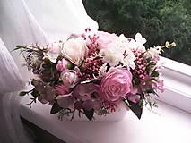 Dekorácie - Kvetinová dekorácia ... jemnosť ruží ... - 12071947_