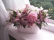Dekorácie - Kvetinová dekorácia ... jemnosť ruží ... - 12071948_