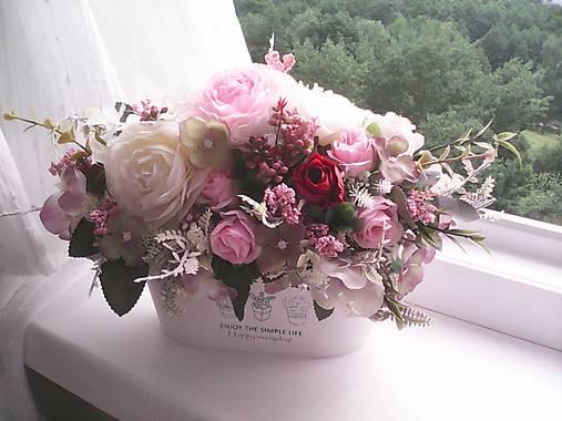 Kvetinová dekorácia ... jemnosť ruží ...