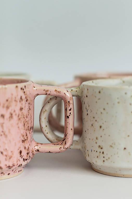 Nádoby - Biele a ružové hrnčeky  (Ružový okrúhle uško) - 12075274_