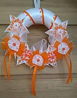 Dekorácie - Veniec oranžovo biely svadobný - 12077391_