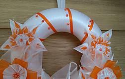 Dekorácie - Veniec oranžovo biely svadobný - 12077401_