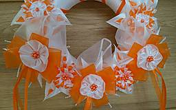 Dekorácie - Veniec oranžovo biely svadobný - 12077403_