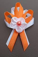 Pierko bielo oranžové pre svadobčanov