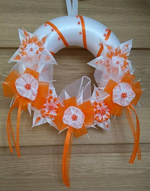 Veniec oranžovo biely svadobný