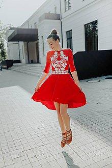Šaty - červené vyšívané šaty Sága krásy - 12079398_