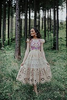 Šaty - béžové vyšívané šaty Sága krásy - 12079610_