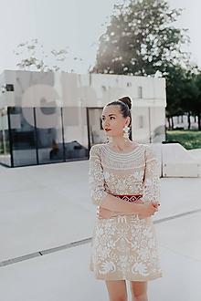 Šaty - béžové krátke vyšívané šaty Sága krásy - 12079627_