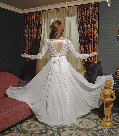 Svadobné šaty s dlhým rukávom a kruhovou sukňou