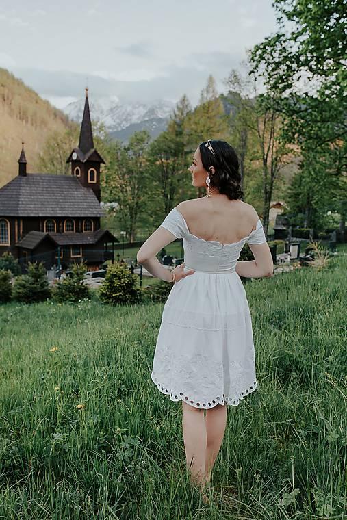 Biele madeirové šaty Sága krásy