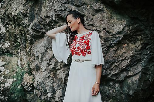 krátke vyšívané šaty Sága krásy