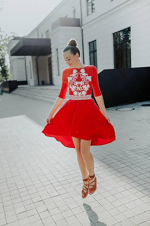 úpletové šaty Sága krásy
