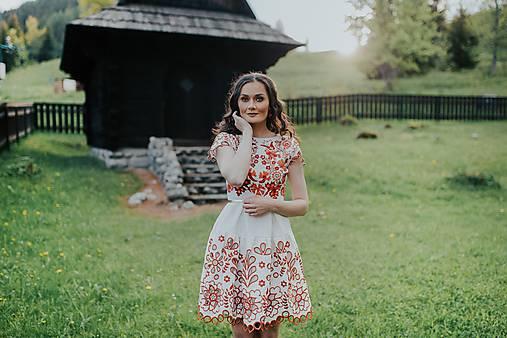 béžové madeirové šaty Sága krásy