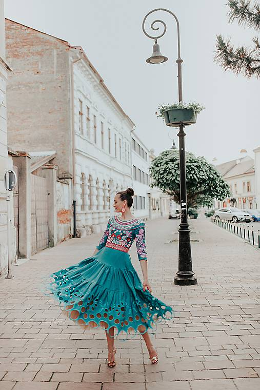 zelené madeirové šaty Sága krásy