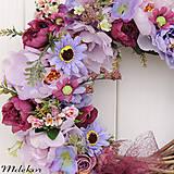 Dekorácie - Elegantný fialový veniec - 12083213_