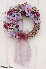 Dekorácie - Elegantný fialový veniec - 12083232_