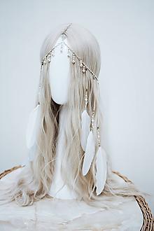 Ozdoby do vlasov - Jemná boho čelenka s perím a perličkami - 12081359_