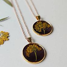 Náhrdelníky - Lúčne kvety zlatý náhrdelník - black - 12083582_