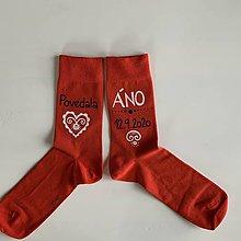 """Obuv - Maľované ponožky pre ženícha (červené s nápisom: """"Povedala / ÁNO (dátum)"""") - 12087608_"""