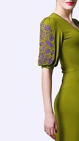 Šaty - Šaty dlhé Joy zelené s vyšívanými rukávmi - 12088798_