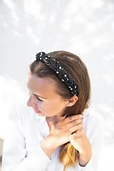 Ozdoby do vlasov - Dámska zapletaná čelenka Black Dot - 12090161_