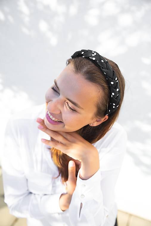 Ozdoby do vlasov - Dámska zapletaná čelenka Black Dot - 12090162_