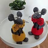 Dekorácie - Plstené myšky s bodkovanými motýlikmi (Myška s červeným motýlikom) - 12091196_