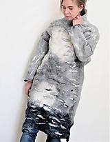 Svetre/Pulóvre - Šedý plstený sveter dlhý - 12094307_