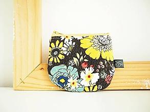 Peňaženky - Peňaženka - veľké kvety na tmavosivej - 12099758_