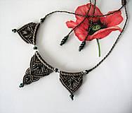 Náhrdelníky - Macramé náhrdelník, macramé prívesok hnedý - 12098337_