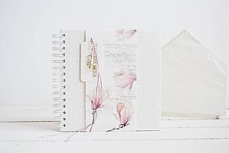 Papiernictvo - Svadobná kniha hostí - magnólia 20x20 - 12102578_