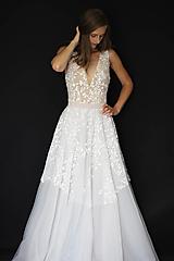 Šaty - Tylové svadobné šaty v jemných dúhových farbách - 12103509_