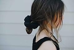 Ozdoby do vlasov - Ľanová scrunchie gumička (Čierna) - 12108091_