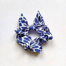 Ozdoby do vlasov - Recy-scrunchie modrá fľakatá - 12105914_