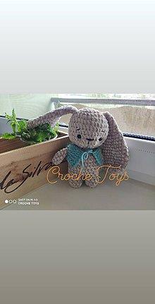 Hračky - Plyšový zajačik v pletenej veste - 12107146_