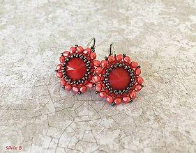 Náušnice - Červené kvetinkové náušnice - 12109617_