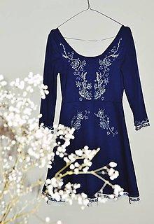 Šaty - Upcyklované šaty s maľovanou modrotlačou - 12109985_