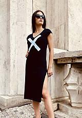Šaty - FNDLK úpletové šaty 477 RV midi s rozparkami - 12112451_