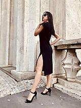 Šaty - FNDLK úpletové šaty 477 RV midi s rozparkami - 12112452_