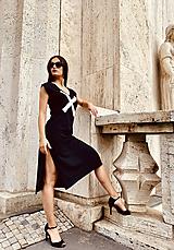 Šaty - FNDLK úpletové šaty 477 RV midi s rozparkami - 12112453_