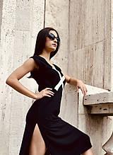 Šaty - FNDLK úpletové šaty 477 RV midi s rozparkami - 12112455_