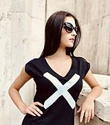 Šaty - FNDLK úpletové šaty 477 RV midi s rozparkami - 12112456_